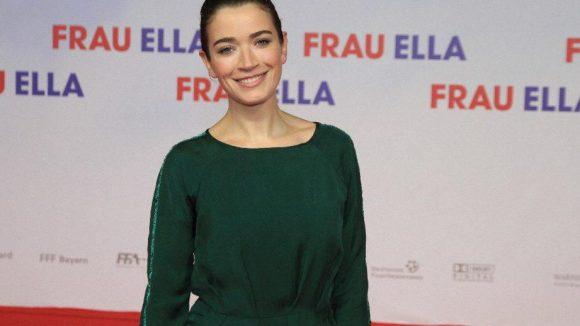 Anna Bederke spielt im neuen Film die schwangere Freundin von Sascha (Matthias Schweighöfer).
