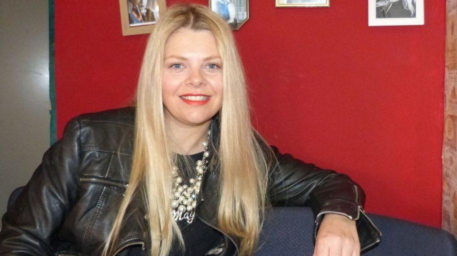 Schauspielerin Anne-Sophie Briest in ihrem Lieblingscafé auf der Torstraße, dem Sucre et Sel.
