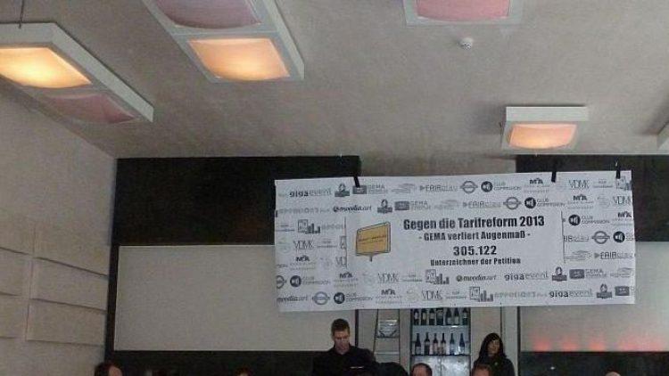 Bei der Pressekonferenz zur Unterschriften-Übergabe der GEMA-Reformgegner kam ein breites Spektrum an Branchenvertretern ins Sage Restaurant.