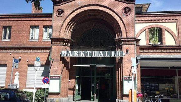 Die Arminiusmarkthalle, in der die Entwürfe der TU-Studenten ausgestellt sind, liegt in unmittelbarer Nähe zum Standort der fiktiven Bibliothek.