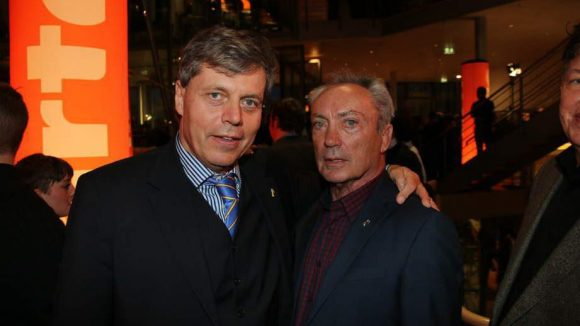 Gottfried Langenstein (l.), Vizepräsident des Arte-Vorstands, heißt Schauspieler Udo Kier willkommen.