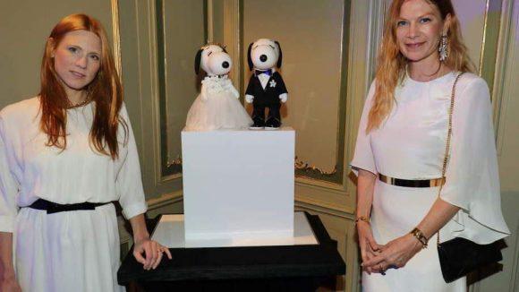 Es bleibt bunt. Im art'otel in Mitte wurden Snoopy und seine Gefährtin Belle neu eingekleidet. Etwa von den Designerinnen von Kaviar Gauche.