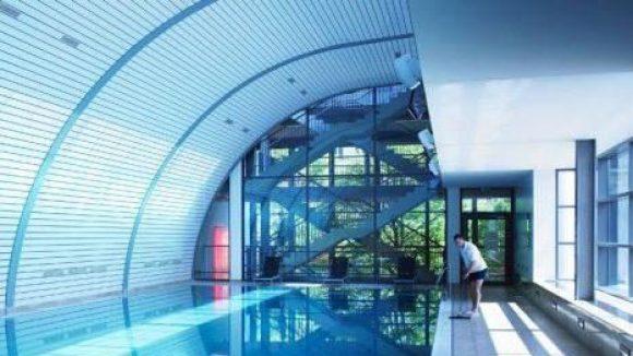 Wasserratten können sich im Aspria in einem 25 Meter langen Pool austoben. Er verfügt über eine separate Schnellschwimmerbahn und ist Treffpunkt für Fans der Aquafitness.