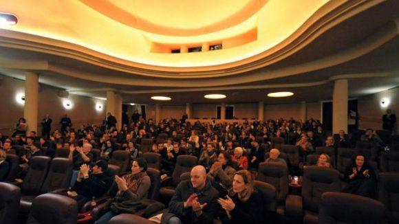 Die Astor Film Lounge ist Deutschlands erstes Luxuskino - eine Mischung aus Flugzeug, Restaurant und Theater.