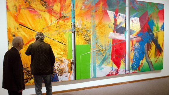 """Raum zum Arbeiten ist für Kreative essentiell und inspiriert Kunstschaffende oft zu ihren Werken. Das Bild """"Atelier"""" von Gerhard Richter kann noch bis zum Ende des Jahres in der Neuen Nationalgalerie bestaunt werden."""