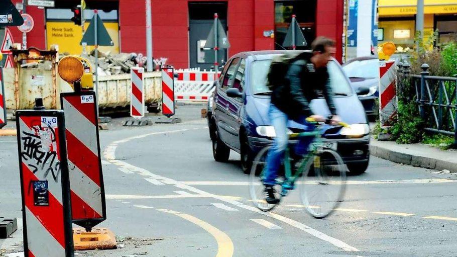 Auch sein Weg soll sicherer werden: Seit Jahren wird am Kottbusser Tor in Berlin-Kreuzberg gebaut, um die Gefahr für Radfahrer zu verringern.