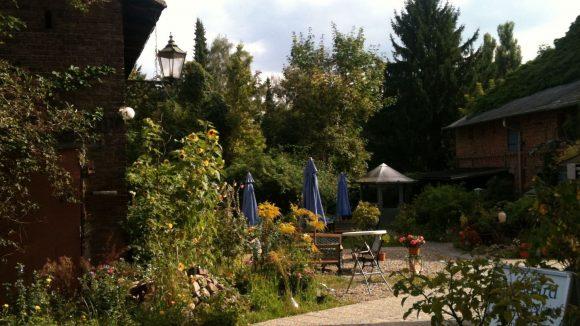 So schön idyllisch: das Auenhof Café in Alt-Hermsdorf.