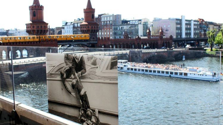 """Auf dem Balkon des """"The Wall Museums"""" treffen eine tolle Aussicht auf die Oberbaumbrücke und tragische Geschichte aufeinander."""