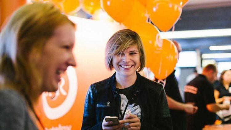 Auf der E-Commerce Messe in Berlin kann du nicht nur herzlich lachen, sondern dich auch kostenlos informieren.