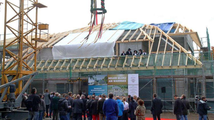 Auf ein Neues. Im Oktober 2013 wurde das Richtfest für die Wannsee-Terrassen gefeiert. Das Original war 2001 ausgebrannt.