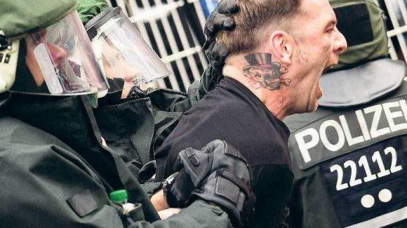 Auf Ärger aus. Gut 1600 Fußball-Hooligans zählt die Polizei in Berlin.