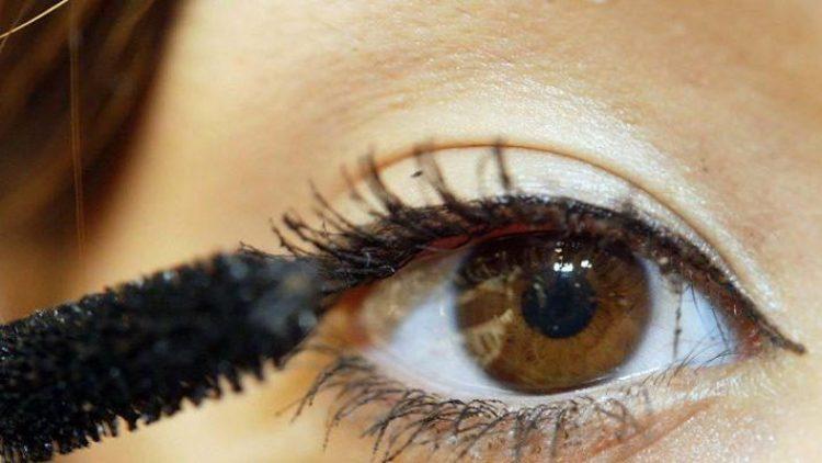 Das Ideal: Dieses Augenlid wird nicht von erschlafften Hautpartien über den Auge verdeckt. Was du bei der Operation von Schlupflidern beachten solltest, verrät Schönheitsexperte Dr. Sinis.