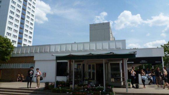 Die Location: natürlich auch trendy! Das HO in der Holzmarktstraße gegenüber der Jannowitzbrücke ist ein Supermarkt aus den Sechzigern.
