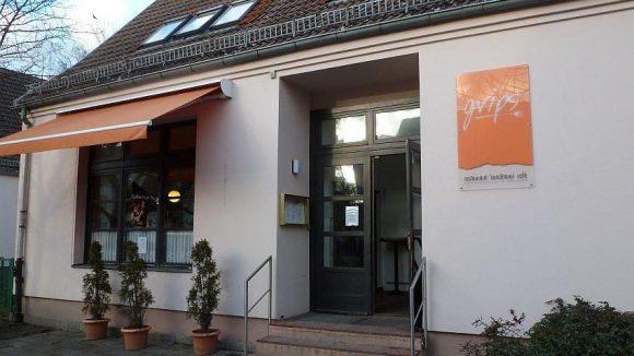 """Konditorei, Café und Restaurant in einem: das """"Grips"""" am Eingang von Alt-Marzahn."""