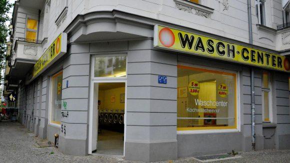 Ausgewaschen. Seit zwanzig Jahren steht an der Hufeland Ecke Bötzowstraße ein Waschsalon. Nun muss das Geschäft schließen.