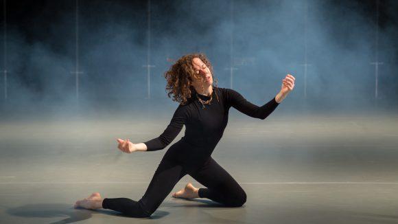 Ausschnitt aus der ChoreografieDancing to the end, die am 23. Oktober 2016beimID Festival zu sehen ist.