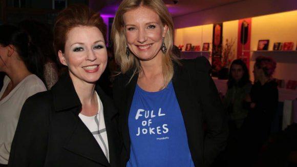 Hendrikje Kopp von Bild TV mit Designerin Jette Joop (rechts).