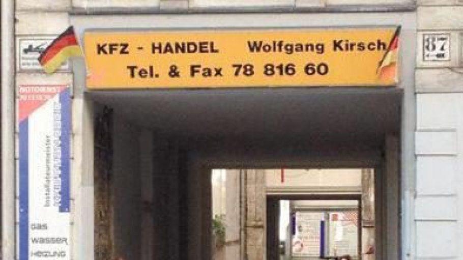 Etwas versteckt im Hinterhof liegt der Autohandel von Wolfgang Kirsch.