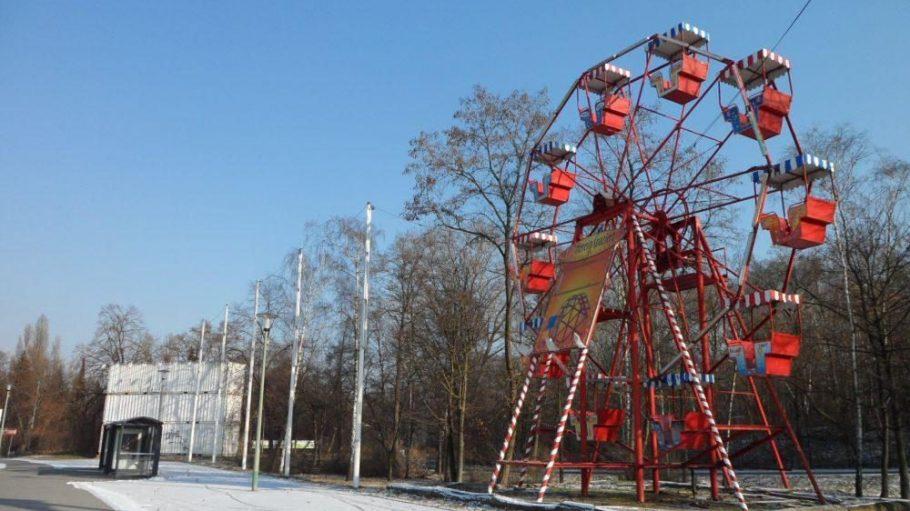 Auf dem Festplatzgelände in Reinickendorf wird der eigene Wagen zum Kinosessel umfunktioniert.