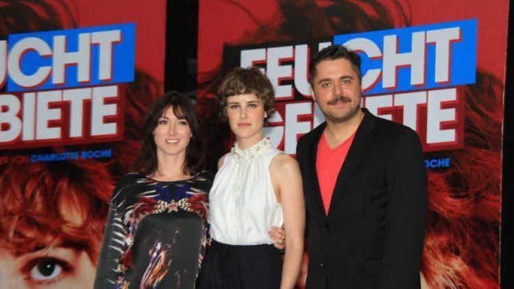 Die Autorin Charlotte Roche (l.) mit Hauptdarstellerin Carla Juri und Regisseur David Wnendt.