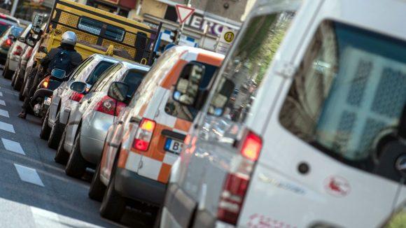 Für weniger Staus sollen bis 2025 die verlängerte Stadtautobahn zwischen Kreuz Neukölln und Treptower Park sowie die Tangentiale Verbindung Ost (TVO) sorgen.