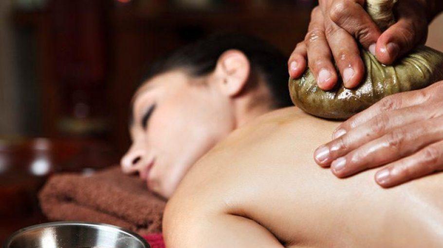 Die Kräutersäckchenmassage hilft bei allen Beschwerden des Bewegungsapparates und macht die Haut geschmeidig, weich und straff.