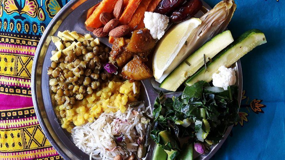 Hülsenfrüchte, Datteln, Nüsse, Chicorée und Reis sind beim ayurvedischen Kochkurs die perfekte Detox-Mischung.