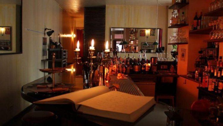 Französisch romantische Atmosphäre im Aznavourian