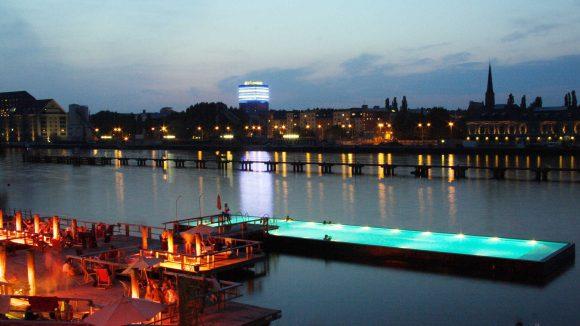 Das Badeschiff in Alt-Treptow wurde vom Online-Reiseportal Cheapflights zur zweitbesten Strandbar der Welt ernannt.