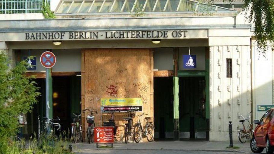 Der Vorplatz des alten Bahnhofs Lichterfelde Ost soll schöner werden.