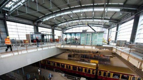 Der Bahnhof Ostkreuz. Am 16. April 2012 wird die Halle in Betrieb genommen.