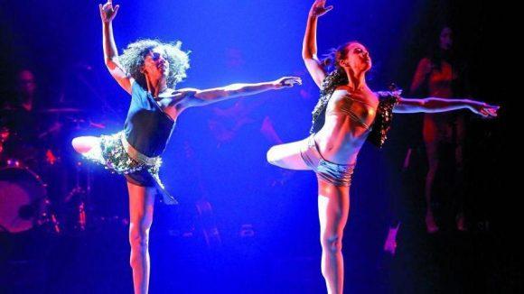 Die jungen Tänzerinnen lassen ihre Körper sprechen ...