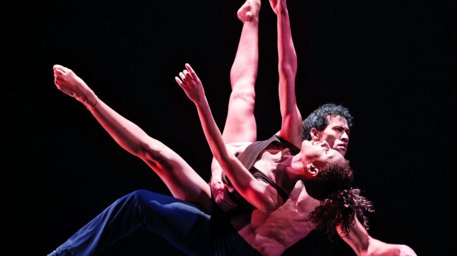 Eine der sinnlichsten Nummern: Pärchen-Ballett auf dem Stuhl.