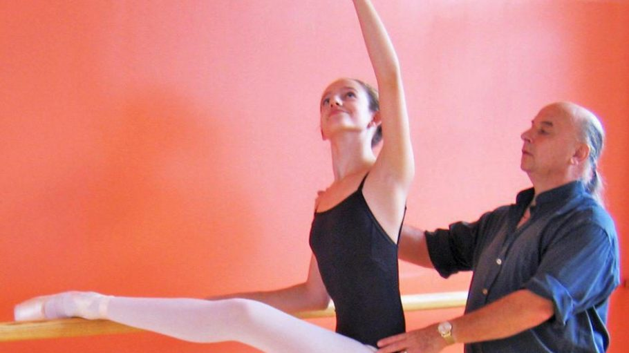 Hans Vogl mit einer Schülerin der Ballettschulen Hans Vogl