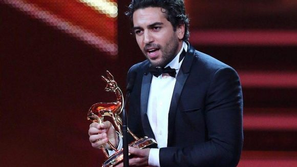 """Elyas M'Barek nahm den Preis für den Kassenschlager """"Fack Ju Göhte"""" entgegen - Gewinner in der Kategorie """"Film National""""."""
