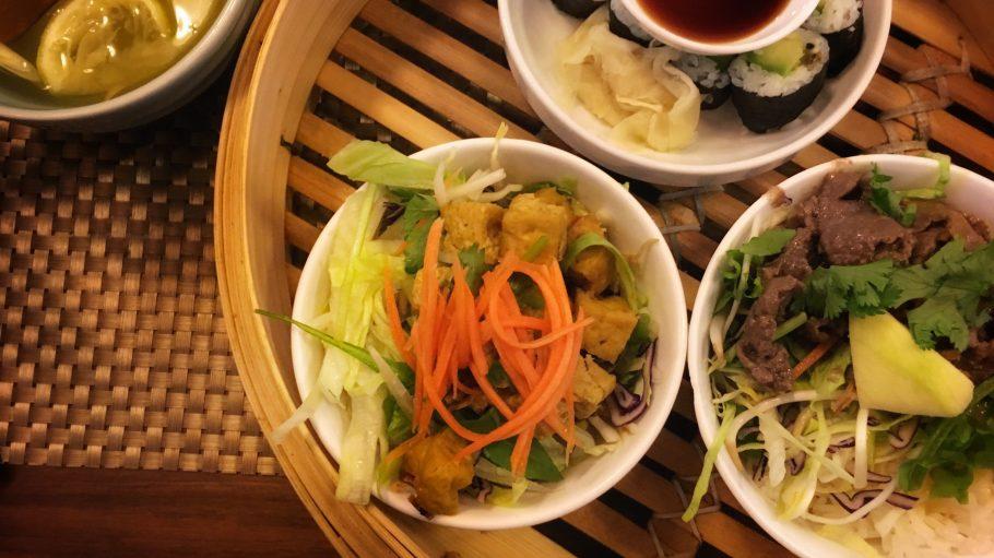 Entscheidungsschwierigkeiten? Im Avan in Mitte kannst du gleich drei Gerichte zum Lunch im Menü-Preis bestellen.
