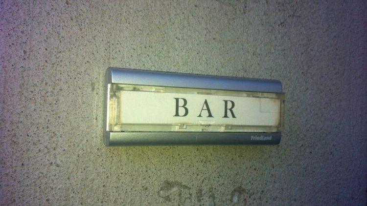 Unscheinbar zwar - Buck and Breck ist nur über diese Klingel von außen zu erkennen - aber die Berliner Bar ist für den Mixology Award 2015 nominiert.