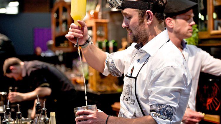 Bei der internationalen Barmesse Bar Convent Berlin präsentieren in diesem Jahr rund 270 Aussteller aus über 30 Ländern ihre Spirituosen.
