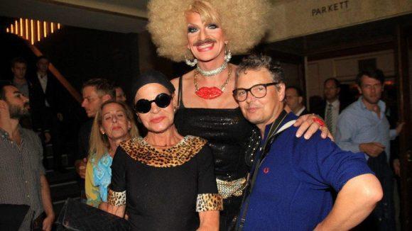 Noch ein fröhliches Trio: Barbara Engel (l., Ex von Bernd Herzsprung), Gloria Viagra und Rolfe.