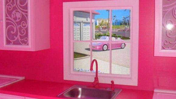 Mitte April ist Barbies Küchenzeile schon fast fertig - mit Blick auf das schicke Barbieauto.
