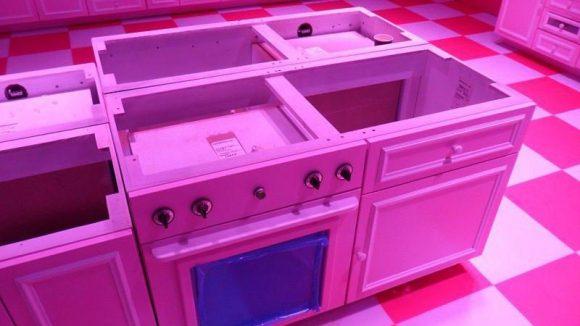 In Barbies Küche können künftig virtuelle Cupcakes gebacken werden. An den interaktiven Stationen im Dreamhouse dient das RFID-Armband, das der Besucher am Einlass erhält, als personalisierter Schlüssel. Auf ihm sind Sprache, Alter und Nickname des jeweiligen Benutzers vermerkt.
