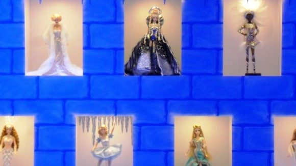 Die großen Gäste dürfen sich derweil am Interieur und den ausgestellten Barbiepuppen erfreuen und in Kindheitserinnerungen schwelgen.