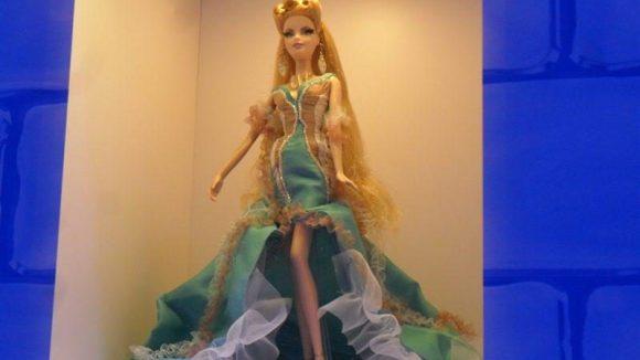 ... ist die Puppe aus den Kinderzimmern dieser Welt nicht mehr wegzudenken. In Barbies Dreamhouse können die Besucher dem Phänomen auf die Spur kommen. Günstig ist der Spaß allerdings nicht. 15 Euro kostet der Eintritt für Erwachsene, 12 Euro für Kinder bis 13 Jahre. Die Fashion World und die Pop Star Stage kosten extra.