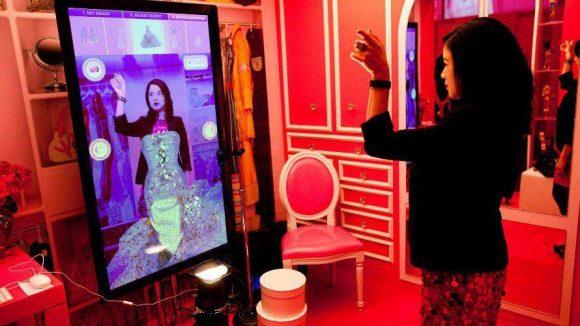 Demnächst können Fans von Barbie - ähnlich wie bei der New Yoker Fashion Week 2012 - auch in Berlin ins rosa Universum eintauchen.