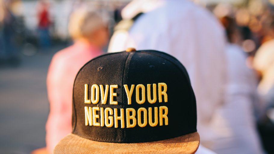 Meist weiß man nicht einmal, wer nebenan in der Wohnung wohnt. Berlin Soup bringt Menschen, Geschichten und Ideen zusammen und fördert spannende Projekte.