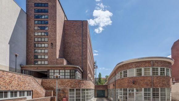 Fast 12.000 qm wird das Bricks mit Alt- und Neubauten und begrünten Höfen zwischen Hauptstraße und Belziger Straße einnehmen.