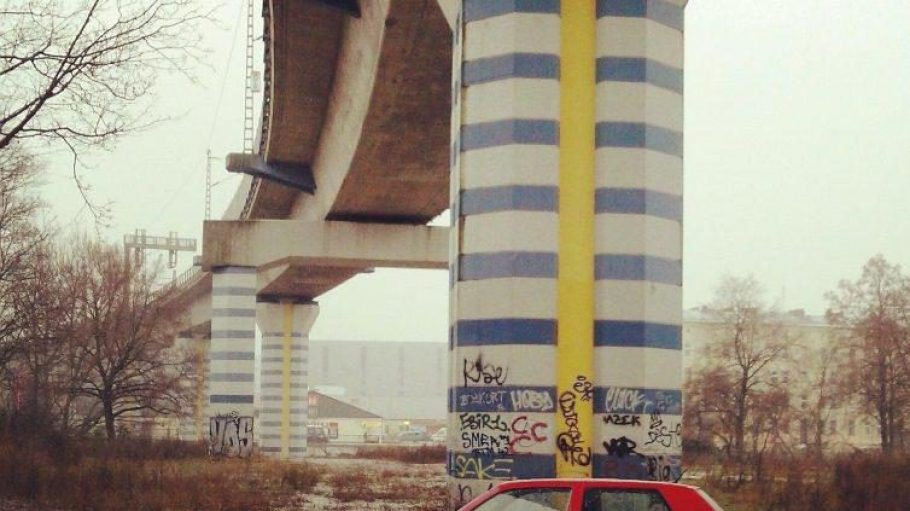 Genau hier wird eine zweite Brücke auf dem Straßenniveau der Tegeler Straße gebaut
