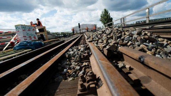 Nichts geht mehr: Weil auf der Stadtbahn umfangreiche Bauarbeiten anstehen, fahren drei Monate keine Regional- und Fernverkehrszüge durch Berlin.