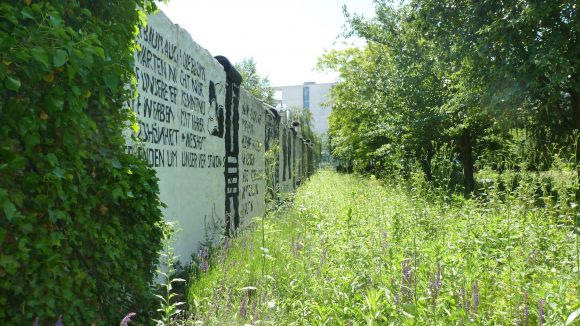 Auf 400 Quadratmetern Fläche erstreckt sich die Gedänkstätte im Regierungsviertel.