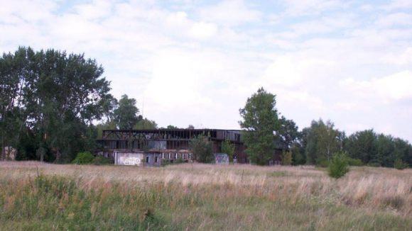 "Der Hangar, in dem Carl Clemens Bücker seine ""Bücker-Maschinen"" entwarf."